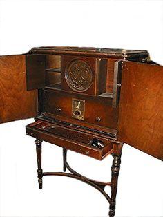 Antique Philco radio . highboy model 551