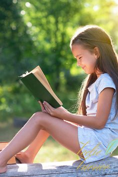 Reading a book can be enjoyable experience that begins with choosing your favorite book to read. Kids Reading Books, Kids Story Books, Reading Time, Types Of Books, Life Lessons, Books To Read, First Love, Author, Explore