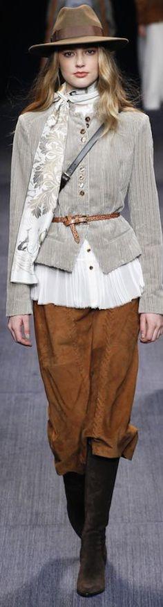 Trussardi Fall 2016 Ready-to-Wear Fashion Show Moda Fashion, I Love Fashion, Fashion News, High Fashion, Winter Fashion, Fashion Show, Womens Fashion, Fashion Design, Fashion Trends