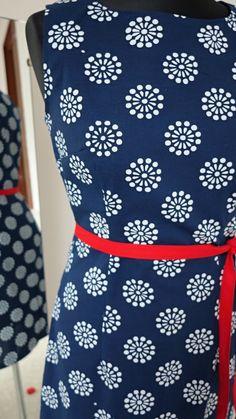 Textiles, Christmas Wrapping, Apron, Wraps, Beautiful, Fashion, Moda, Fashion Styles, Fabrics