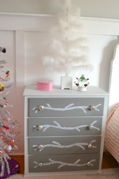 Curbside Dresser Makeover #dresser #furniturepainting #curbside #makeover - www.countrychicpaint.com/blog