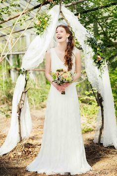 Boho-Hochzeitsträume im alten Gewächshaus  @Alina Cürten http://www.hochzeitswahn.de/inspirationsideen/boho-hochzeitstraeume-im-alten-gewaechshaus/ #boho #bohemian #bride
