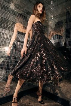 See the full Pre-Fall 2018 collection from Naeem Khan.