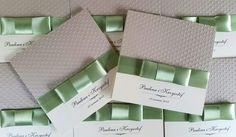 zaproszenia ślubne z zieloną wstążką, tłoczone kropki, piękne i oryginalne