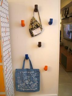 Porta Bolsas de canos de PVC pintados
