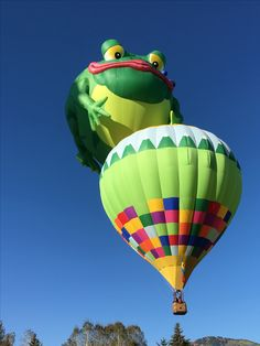 Frog catching another balloon: Autumn Aloft 2016