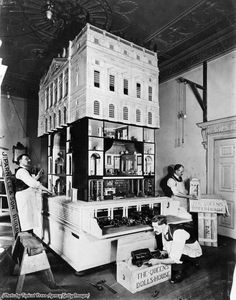 1923 : sending Queen Mary's dollhouse to Windsor