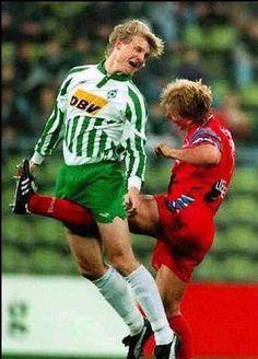¡¡¡Ahí no!!!  Otra de esas clásicas patadas del fútbol