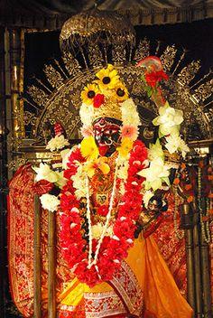 Dakshinakali idol at Dakshineshwar temple Mother Kali, Kali Mata, Kali Goddess, Studio Background Images, Durga, Deities, Wallpaper Quotes, Holi, Mythology
