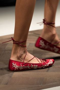 Etro is real hit or miss with me. I\m either in love with their work or I want to just flush it. These are so effortless, so chic, and casual---the impossible combination and it works!     Etro at Milan Spring 2016 (Details)