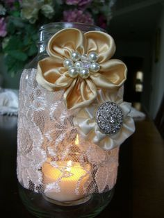 Cottage Chic Mason Jar - maybe with less 'formal' flowers, fresh daisies tucked in?