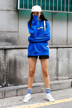 Ngắm street style giới trẻ thế giới, bạn sẽ thấy mặc chất chẳng bắt buộc phải cầu kỳ - Ảnh 3.