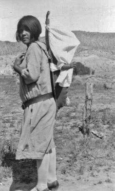 Native American Photos, Native American Indians, Native Americans, Family Photos, Couple Photos, Baby Wearing, South America, Basin, Alice In Wonderland