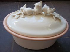 Beautifully crafted pig covered dish/ casserole. The bottom reads Whimsicals by Mary Lynn 82. Holds 1 1/2 quarts. Pale shade of peach inside