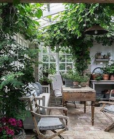 Get inspired ideas for your greenhouse. Build a cold-frame greenhouse. A cold-frame greenhouse is small but effective. Garden Cottage, Home And Garden, Garden Living, Indoor Garden, Outdoor Gardens, Outdoor Rooms, Outdoor Living, Greenhouse Gardening, Greenhouse Ideas