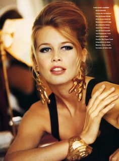 ☆ Claudia Schiffer | Photography by Neil Kirk | For Vogue Magazine Germany | January 1991 ☆ #Claudia_Schiffer #Neil_Kirk #Vogue #1991
