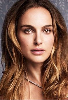 Natalie Portman // hair // make-up. She is basically flawless Natalie Portman, Jenifer, Hollywood, Gal Gadot, Beautiful Actresses, Role Models, Gorgeous Women, Her Hair, Actors & Actresses