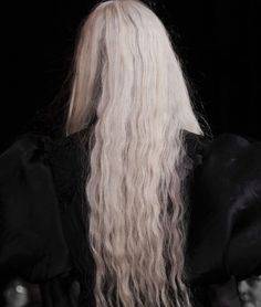 a knife in the dark, the shadow you'll never see Daena Targaryen, Laurent Mercier, Loreal Professionnel, Pelo Color Plata, Behind Blue Eyes, The Grisha Trilogy, Throne Of Glass, Cara Delevingne, Silver Hair