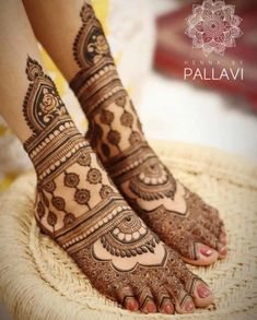 Explore latest Mehndi Designs images in 2019 on Happy Shappy. Mehendi design is also known as the heena design or henna patterns worldwide. We are here with the best mehndi designs images from worldwide. Henna Hand Designs, Mehndi Designs Finger, Wedding Henna Designs, Engagement Mehndi Designs, Latest Bridal Mehndi Designs, Dulhan Mehndi Designs, Mehandi Designs, Mehndi Designs Feet, Mehndi Design Pictures