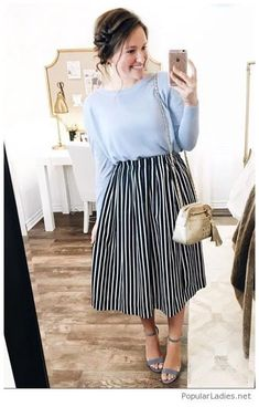 💛 I really love this blue linen sweater paired with this navy striped skirt! Everything in this outfit is linked here ➡️… Mode Outfits, Fashion Outfits, Fashion Shirts, Jw Mode, Dress Skirt, Dress Up, Bluse Outfit, Meeting Outfit, Mode Chic