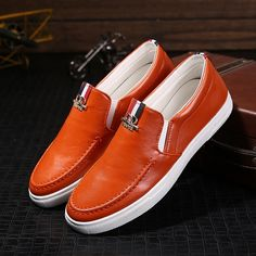 ce1e014fa18 Aliexpress.com   Buy Brown Men Loafer Shoes Fashion Brand Breathable  Leather Slip on Men Casual Boat Shoes Black White Low top Flat Driving  Loafers from ...
