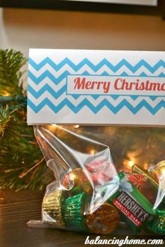 Great way to dress up Christmas treat. Bag Topper printable in turquoise and red.