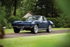 Lay Your Eyes On This Split-Window and Stunning Vintage Corvette. It will sting you with its sexiness.