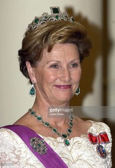 Queen Sonja Of Norway Attends A State Banquet At The Laeken Palace, Near Brussels, During A Norwegian State Visit To Belgium. (Photo by Julian Parker/UK Press via Getty Images) http://www.thecourtjeweller.com/2014/11/tiara-timeline-norwegian-emerald-parure.html