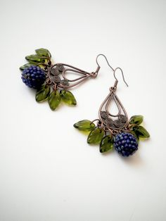 Love the use of leaf beads