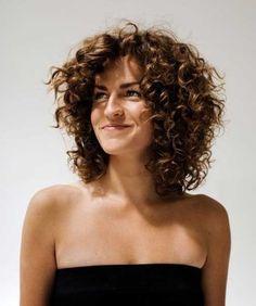 geschichteten lockige Frisur für Mädchen