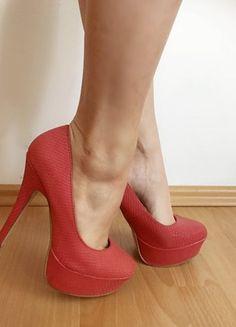 Kup mój przedmiot na #vintedpl http://www.vinted.pl/damskie-obuwie/na-wysokim-obcasie/20707707-malinowe-szpilki-na-platformie-3635-faktura-w-luske