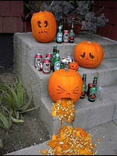 great halloween decoration its the vomiting pumpkin puking pumpkin carving patterns Fröhliches Halloween, Adornos Halloween, Halloween Disfraces, Holidays Halloween, Halloween Pumpkins, Funny Pumpkins, Classy Halloween, Halloween Pictures, Halloween Shots