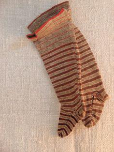 late 1800s children's socks -- mimic pattern, make from felt or thin wool.