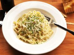 Don't get me wrong—I'm not a health nut or calorie counter. But let's face it: the feeling you get after downing a bowl of creamy, cheesy Fettuccine Alfredo ain't the best. Wouldn't it be great to have a quick and easy version that has all the flavor of the cream-packed original, but with a cleaner flavor that doesn't leave you in a food coma?
