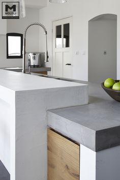Door ons een op maat gemaakte keuken met een prachtige betonvloer www.molitli-interieurmakers.nl Kitchen Time, Kitchen Nook, Kitchen Pantry, Kitchen Layout, Kitchen Decor, Kitchen Design, Concrete Kitchen, Kitchen Flooring, Kitchen Furniture