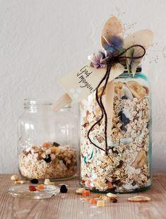 Bilderesultater for kreative hjemmelagde julegaver Wrapping Gift, Christmas Gifts, Wraps, Presents, Homemade, Snacks, Table Decorations, Instagram Posts, Advent