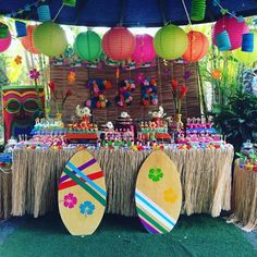 ✩ Check out this list of creative present ideas for beard lovers Aloha Party, Luau Theme Party, Party Fiesta, Hawaiian Luau Party, Hawaiian Birthday, Luau Birthday, Tiki Party, Teen Beach Party, Hawiian Party