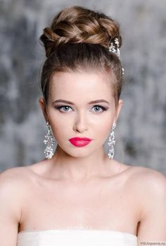 A top knot is one of the most popular bridal hairstyles, it was first used by the ballerinas, so it's simple, elegant and very feminine.