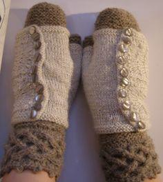 knitted mittens+wristwarmers