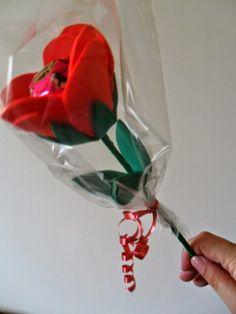 Evangelize...nossas crianças: Dia das Mães - Lembrancinha- uma rosa com bombom para mamãe