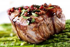 Φιλέτο με πράσινα και ροζ πιπέρια και σως κονιάκ - gourmed.gr Steak, Recipes, Food, Meals, Yemek, Recipies, Recipe, Eten