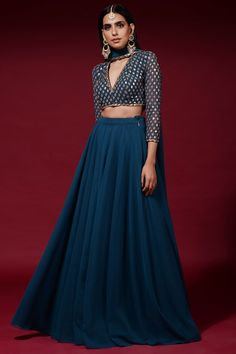 Party Wear Indian Dresses, Designer Party Wear Dresses, Indian Gowns Dresses, Kurti Designs Party Wear, Dress Indian Style, Indian Fashion Dresses, Lehenga Designs, Indian Wedding Outfits, Indian Designer Outfits