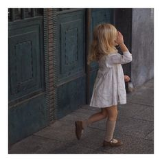 Vestido Cervatillos . #elfavoritodehoy #nimásnimenos #merceditasSakara #milimoneroshoes #autumn #estamosdePilares #adescansar #shoponlinebaby . www.milimonerokids.com