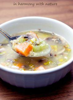 Pyszna zupa z pieczarek i selera naciowego z komosą ryżową | in harmony with nature