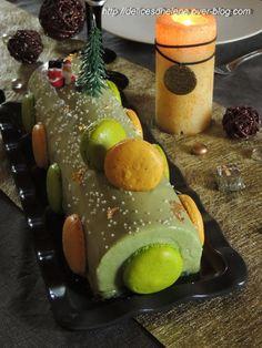 BUCHE PISTACHE-PASSION Macaron Pistache, Dessert Aux Fruits, Desserts Fruits, Christmas Desserts, Biscuits, Panna Cotta, Pudding, Eggs, Tasty