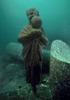 Alexandria, underwater #Egypt - artifacts from the last dynasty to rule over ancient Egypt before the Roman Empire annexed