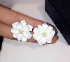 새로운 패션 트렌드 유럽 클래식 진주 보석 화이트 꽃 골드 도금 최고의 선물 크리스마스 스터드 귀걸이
