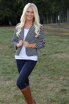 Striped Knit Blazer-Black and White, white Tshirt, skinny jeans, cognac riding boots Striped Blazer Outfit, Look Blazer, Striped Jacket, Blazer Outfits, Blazer Fashion, Fall Outfits, Casual Outfits, Cute Outfits, Fashion Outfits