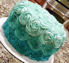 Teal ombre.. maybe for the middle tier of a 3 tier white fondant cake?