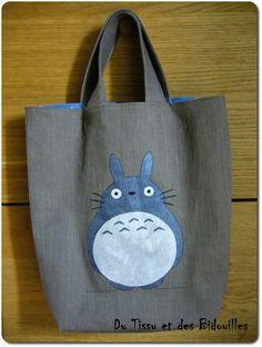 sac totoro Plus Diy Sac, Diy Tote Bag, My Neighbor Totoro, Jute Bags, Kids Bags, Miyazaki, Applique Quilts, Studio Ghibli, Small Bags